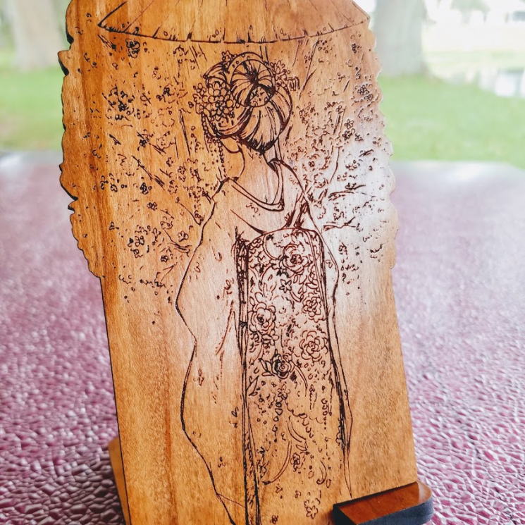 Japanese Maiko Wood Engraved Phone Dock